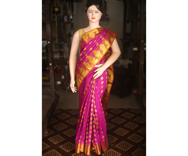 00KANCHI4434AKN9 - magenta kanchipuram saree in gold zari border