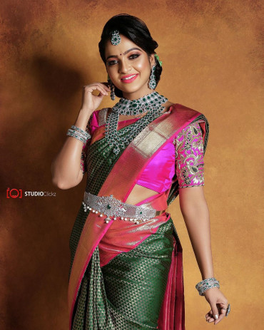 00KANCHI3900PERU25 - Green kanchipuram saree in rose gold zari border