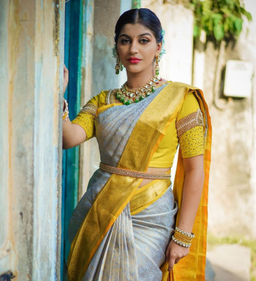 00KANCHI3900PERU34 - Grey kanchipuram silk saree in mustard border